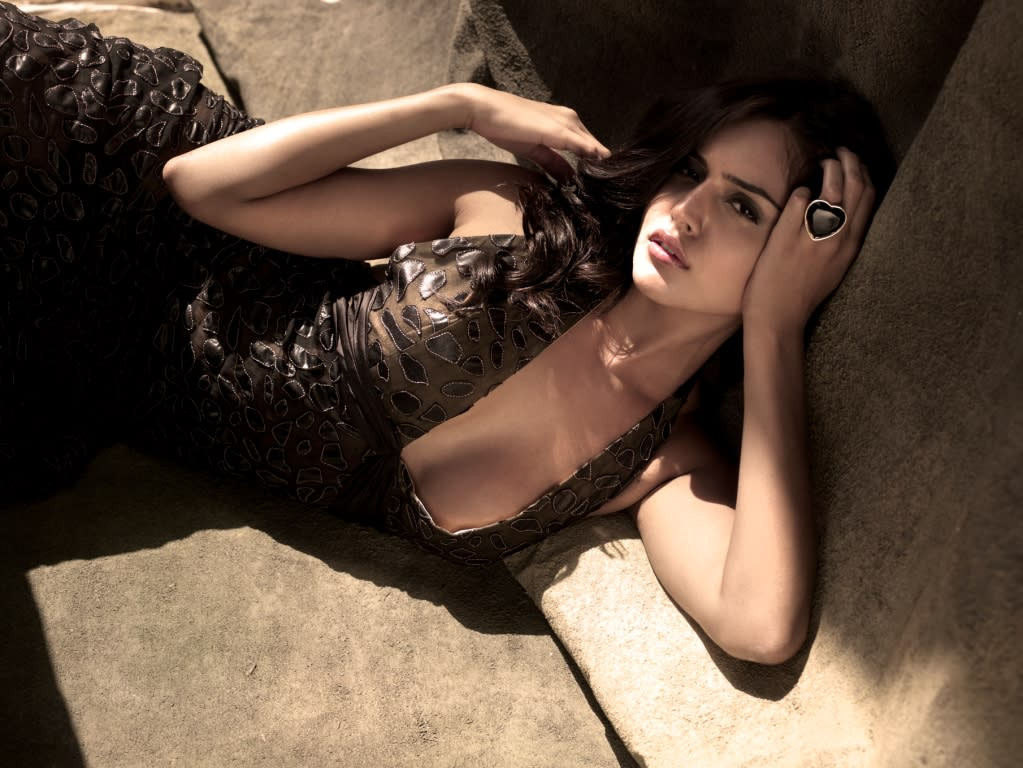 Remember this sexy siren from the item number Dan Dan? Nathalia Kaur, a Ram Gopal Varma find is part Indian and part Brazilian and a total hottie! What do you say?