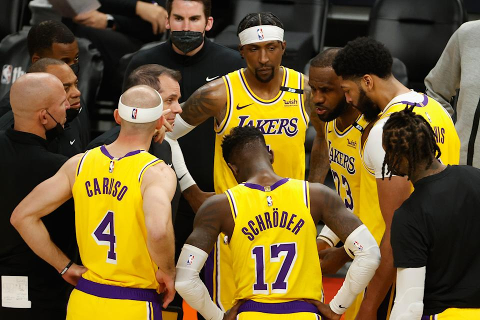LeBron James talks with Jason Kidd, Alex Caruso, Dennis Schroder and Anthony Davis in the huddle.