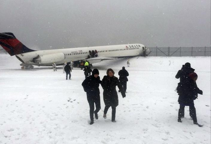 CLICK IMAGE for slideshow: Passengers walk from a Delta jet which skidded off the runway at Laguardia airport in a photo provided by New York Giants NFL tight end Larry Donnell in New York City March 5, 2015. A Delta Air Lines plane slid off the runway at New York's LaGuardia Airport on Thursday during a snowstorm, NY 1 television and other media reported on Thursday. (REUTERS/Larry Donnell)