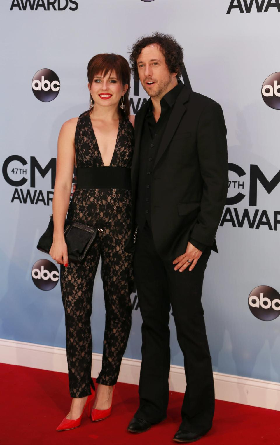 Singer Will Hoge and wife Julia arrive at the 47th Country Music Association Awards in Nashville, Tennessee November 6, 2013. REUTERS/Eric Henderson (UNITED STATES - Tags: ENTERTAINMENT)