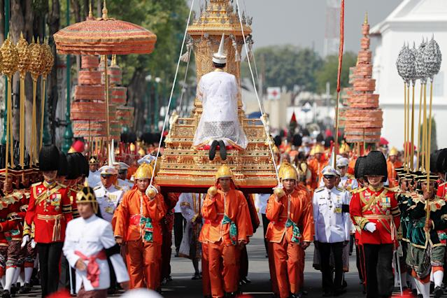<p>The Royal Urn of Thailand's late King Bhumibol Adulyadej is carried during the Royal Cremation ceremony at the Grand Palace in Bangkok, Thailand, Oct. 26, 2017. (Photo: Damir Sagolj/Reuters) </p>