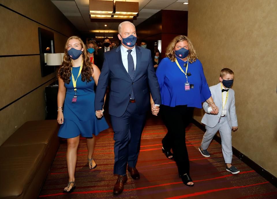 Erin O'Toole walks with his family, wife Rebecca, daughter Mollie, and son Jack, to give his victory speech as the new leader of Canada's main opposition Conservative Party in Ottawa on Aug. 24, 2020. (Photo: REUTERS/Patrick Doyle)