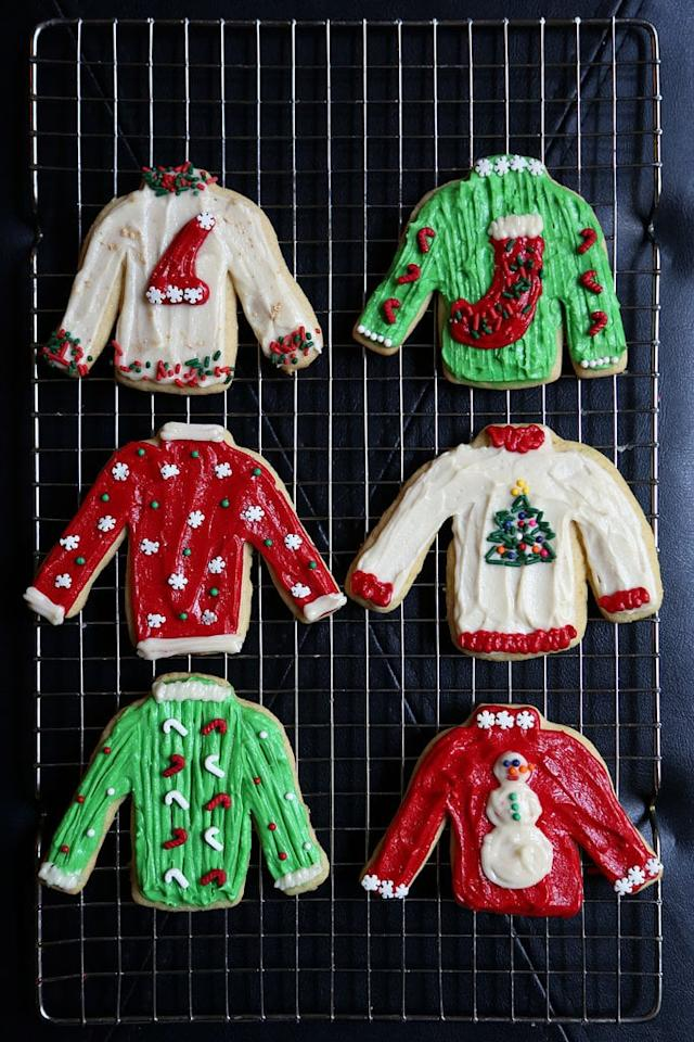 """<p><strong>Get the recipe:</strong> <a href=""""https://www.popsugar.com/food/Ugly-Christmas-Sweater-Cookies-32943785"""" class=""""ga-track"""" data-ga-category=""""Related"""" data-ga-label=""""http://www.popsugar.com/food/Ugly-Christmas-Sweater-Cookies-32943785"""" data-ga-action=""""In-Line Links"""">ugly Christmas sweater cookies</a> </p>"""