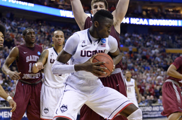 Clutch play from freshman Amida Brimah helps UConn outlast St Joseph's in OT (Loop)