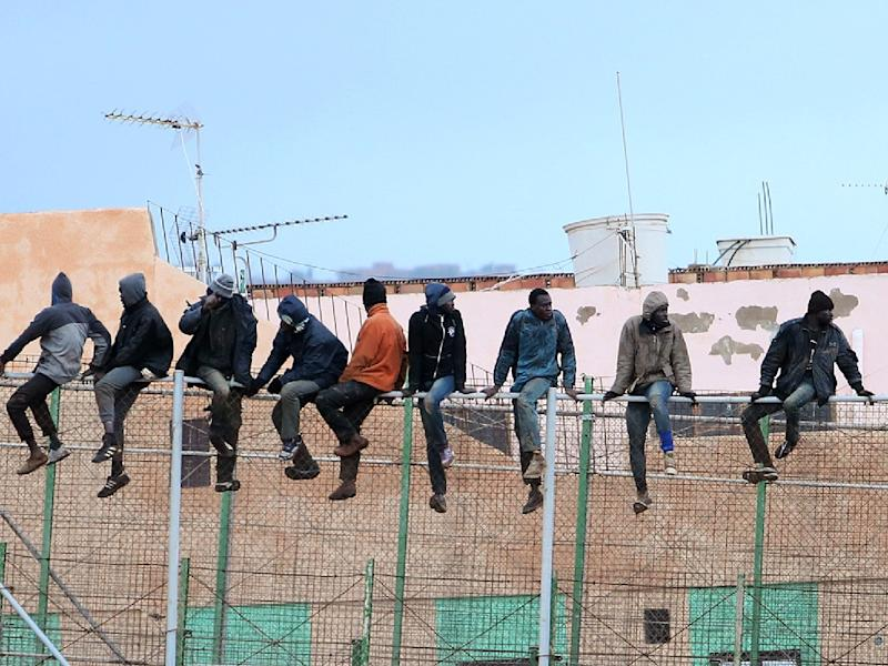 near 100 migrants try to jump moocco spain fence