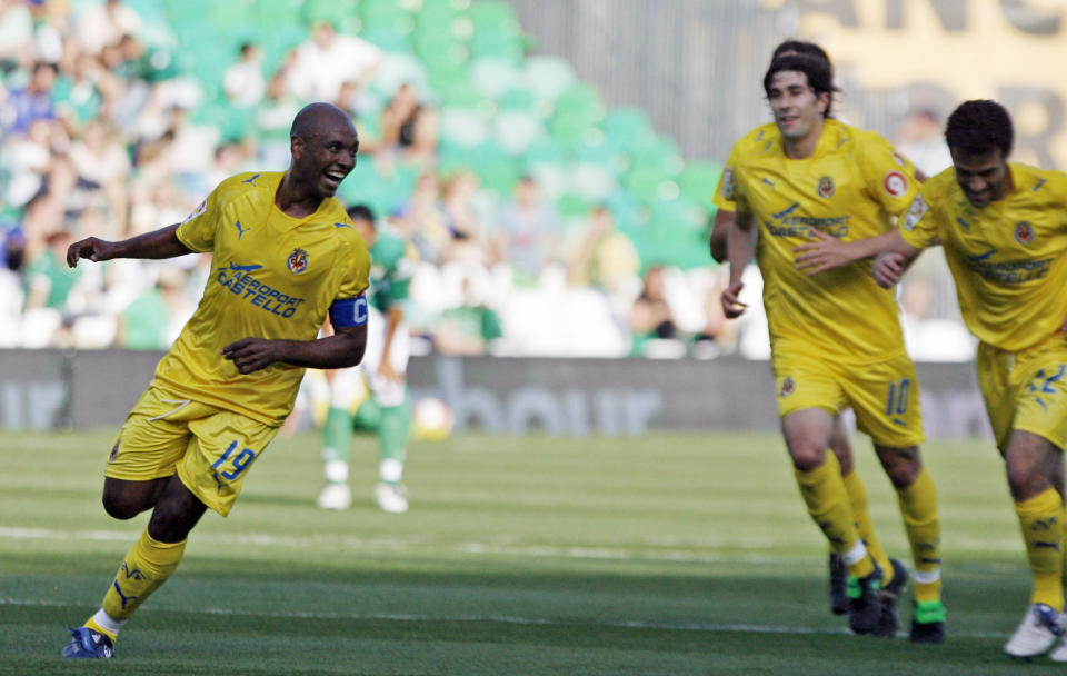 Marcos Senna (left) celebrates a goal during his playing days with Villarreal in 2008.
