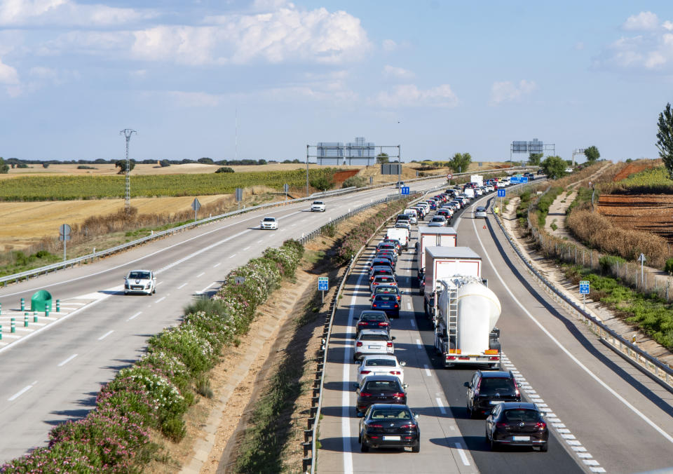 During the summer, transfers from the most populous cities to those on the coast often create traffic jams on motorways and freeways. The image is taken in Spain and you can see how the lane towards the coast is full of stopped cars while the return lane has little traffic.