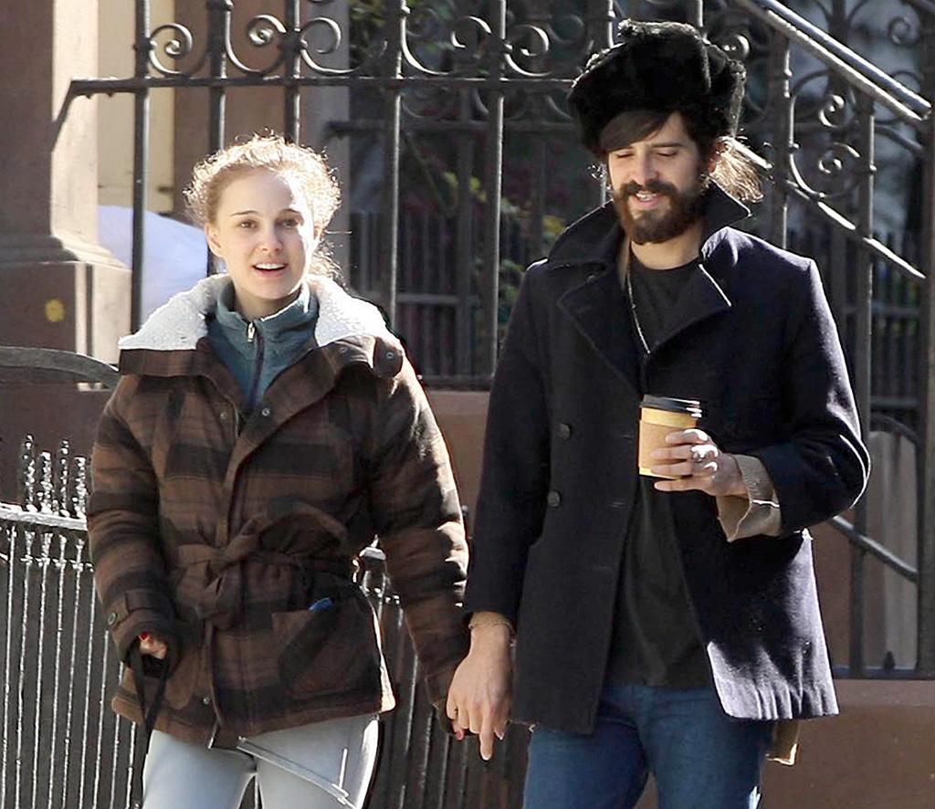 "Natalie Portman and her folk-rocker boyfriend Devendra Barnhart broke up in September. The actress began dating the musician after starring in his ""Carmensita"" video. <a href=""http://www.infdaily.com"" target=""new"">INFDaily.com</a> - April 17, 2008"