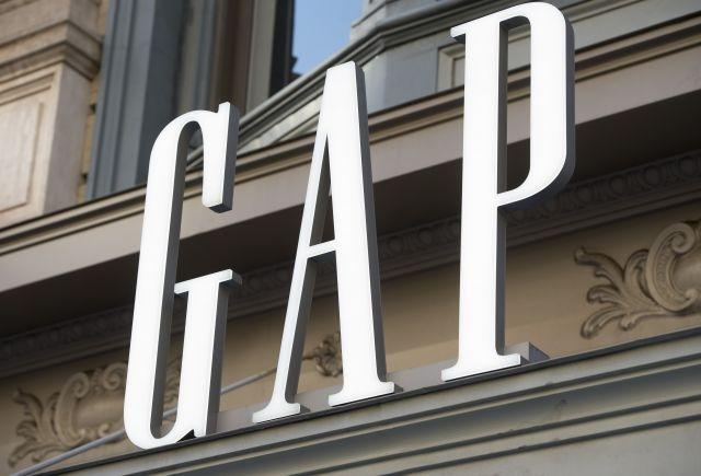 Gap apologizes for selling T-shirt with 'incorrect map' of China