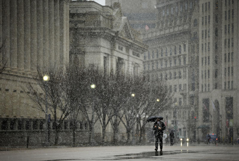 Snowstorm spares DC, heads toward New England