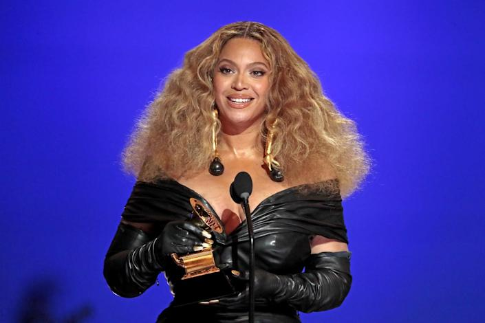 Beyoncé makes Grammy history with her win for best R&B performance.