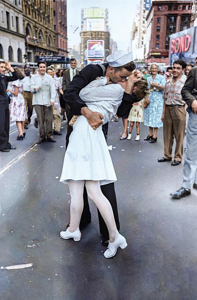 <p>Photographer Alfred Eisenstaedt captures one of the most iconic pictures in American history on August 14, 1945 in Times Square, when he spotted a sailor kissing a nurse on the day Japan surrendered in the Second World War.(Head of Zeus Books) </p>