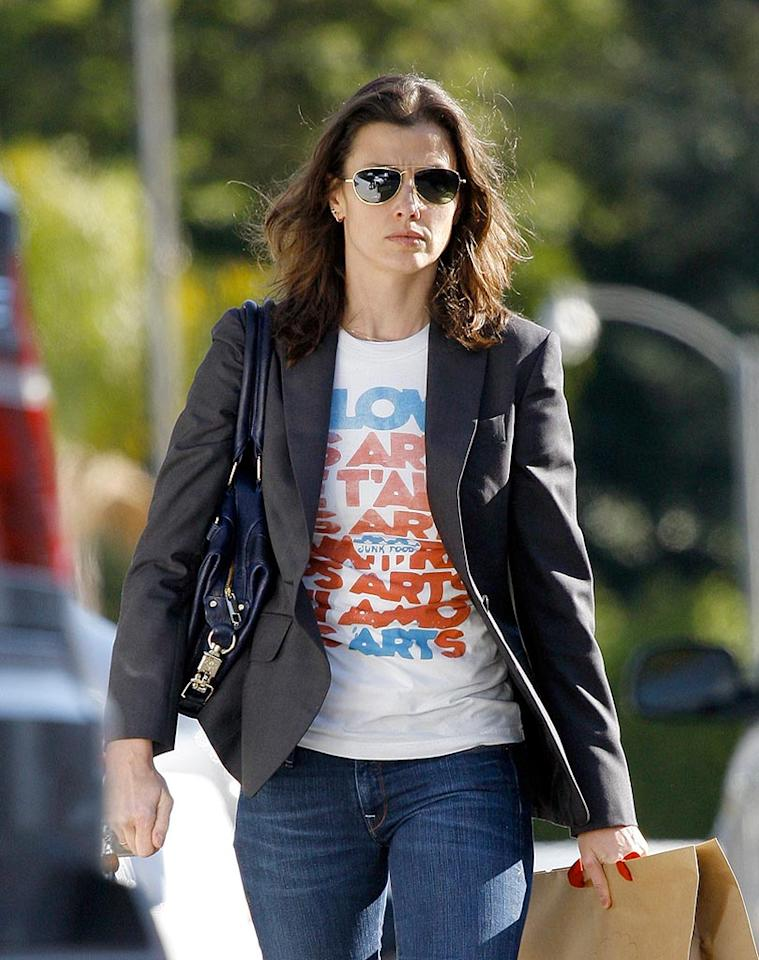 "Bridget Moynahan dresses up her t-shirt and jeans with a blazer. Sasha/<a href=""http://www.x17online.com"" target=""new"">X17 Online</a> - February 12, 2009"