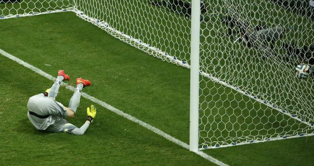 Brazil's goalkeeper Julio Cesar fails to save a shot from Georginio Wijnaldum (not pictured) of the Netherlands during their 2014 World Cup third-place playoff at the Brasilia national stadium in Brasilia July 12, 2014. REUTERS/Ruben Sprich (BRAZIL - Tags: SOCCER SPORT WORLD CUP)