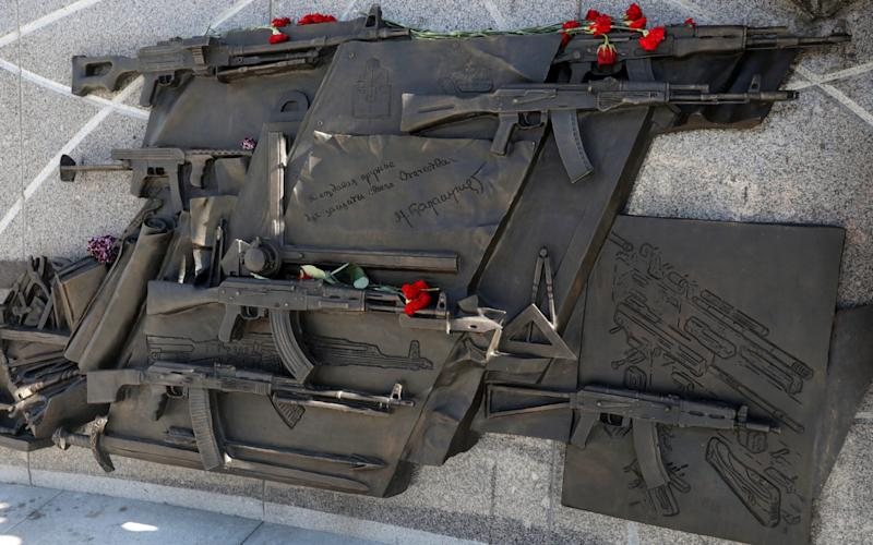 High relief featuring Sturmgewehr StG 44 blueprint to be removed from Mikhail Kalashnikov monument in Moscow - TASS