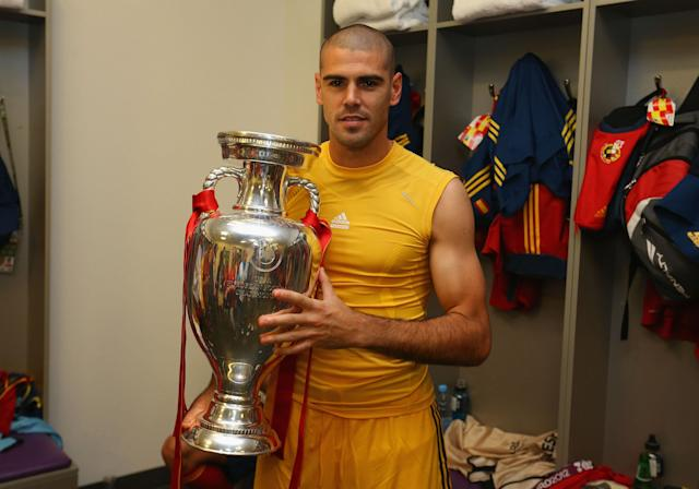 KIEV, UKRAINE - JULY 01: Victor Valdes of Spain poses in the dressing room with the trophy following the UEFA EURO 2012 final match between Spain and Italy at the Olympic Stadium on July 1, 2012 in Kiev, Ukraine. (Photo by Handout/UEFA via Getty Images)