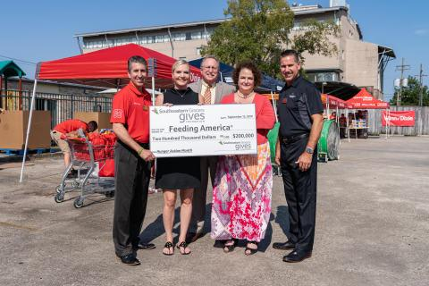 Southeastern Grocers Hosts Mobile Food Pantries for Hunger Action Month®