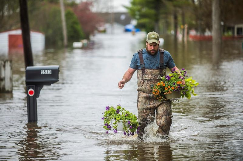 Flooding in Michigan's Midland County has sent residents scrambling to protect their homes: AP