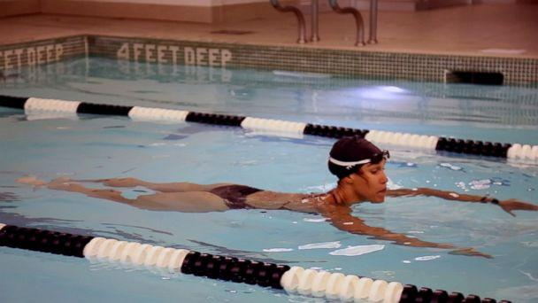 PHOTO: Equinox instructor Cece Marizu demonstrates a pool workout. (ABC News)