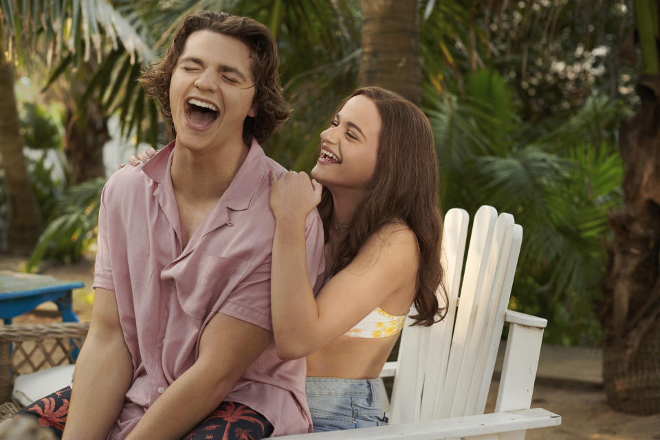 Joey King as Elle and Joel Courtney as Lee in The Kissing Booth 3. (Photo: Netflix)