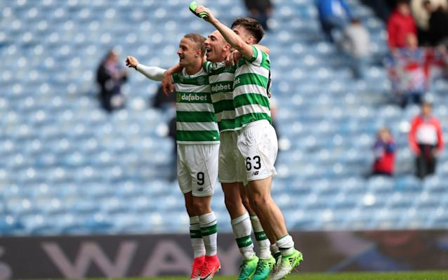 <span>Celtic players celebrate beating Rangers </span>