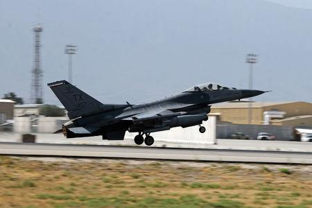 A U.S. Air Force F-16 Flying Falcon fighter bomber takes off for a mission from Bagram air field in Afghanistan August 11, 2016. REUTERS/Josh Smith