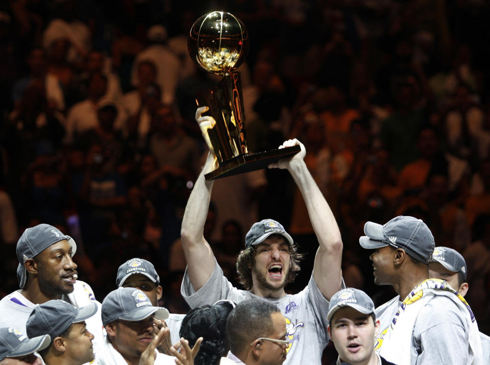 Los Angeles Lakers Pau Gasol holds the Larry O'Brien Trophy after they defeated the Orlando Magic to win the NBA basketball championship in Orlando, Florida  June 14, 2009.     REUTERS/Hans Deryk (UNITED STATES SPORT BASKETBALL)