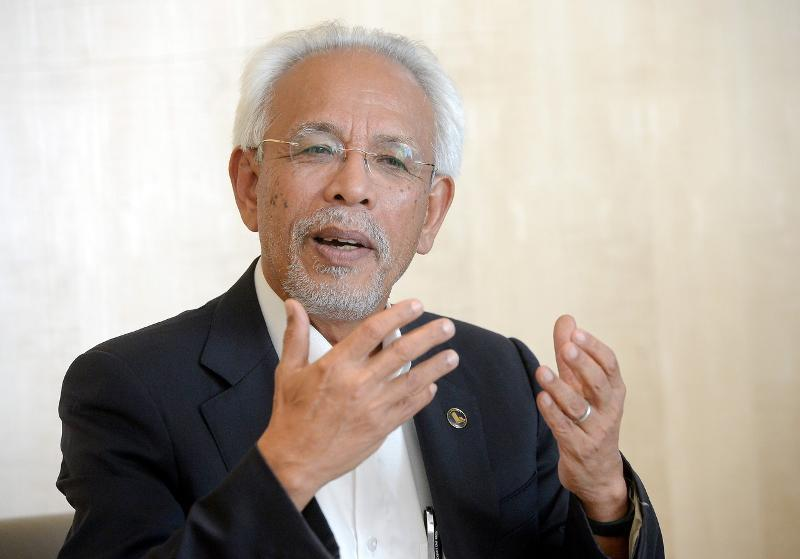Tan Sri Shahrir Abdul Samad said the public does not actually care whether Umno holds office, but the fact is the party can use such positions to bring about positive change to their lives. — Bernama pic