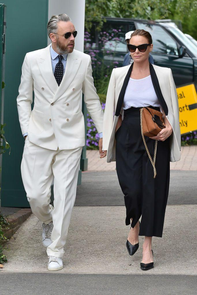 <p>McCartney wore a suit to the sporting event. </p>