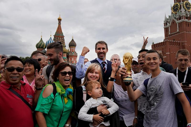 Gareth Southgate lookalike Neil Rowe poses with fans in Red Square ahead of England's clash with Croatia (Getty Images)