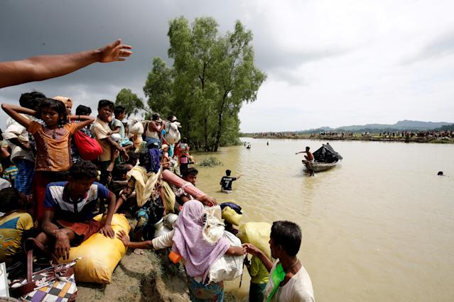 <p>Rohingya refugees wait for boat to cross a canal after crossing the border through the Naf river in Teknaf, Bangladesh, Sept. 7, 2017. (Photo: Mohammad Ponir Hossain/Reuters) </p>
