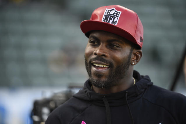 Michael Vick was named a Pro Bowl captain alongside three NFL icons not associated with torturing and murdering dogs. (Denis Poroy/Getty Images)