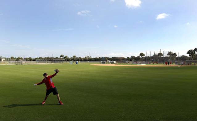 St. Louis Cardinals pitcher Lance Lynn throws during an informal spring training baseball practice Wednesday, Feb. 12, 2014, in Jupiter, Fla. Cardinals pitchers and catchers first official practice is scheduled for Thursday. (AP Photo/Jeff Roberson)