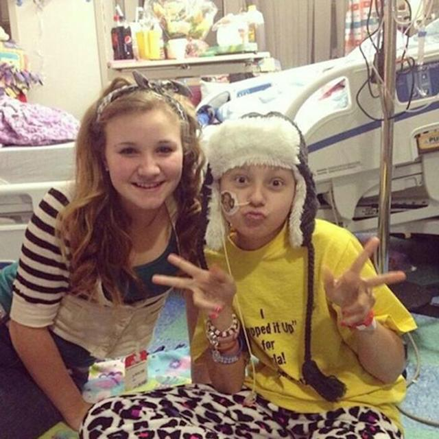 Angel Hall, left, withher late best friend, Kayla Barnes, at the hospital days before Kayla died from leukemia. (Photo: Angel Hall)