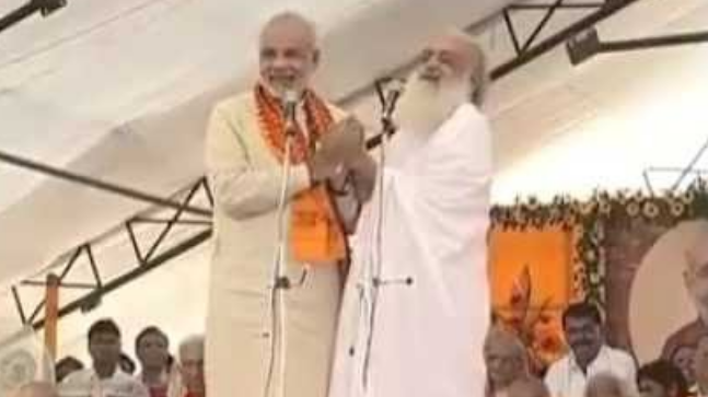 In a fresh attack on Prime Minister Narendra Modi, the official Twitter account of Congress tweeted a video showing Modi sharing stage with rapist Asaram who was convicted this morning for raping a minor in 2013.