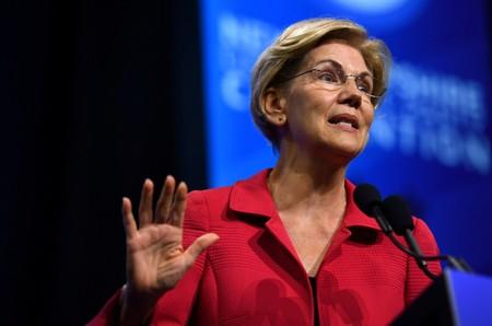 FILE PHOTO: FILE PHOTO: Democratic 2020 U.S. presidential candidate and U.S. Senator Elizabeth Warren (D-MA) speaks at the New Hampshire Democratic Party state convention in Manchester