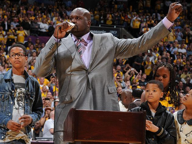 b9aea09b2a3 Shaquille O'Neal steals the show on the night the Lakers retire his No. 34  jersey (Video)