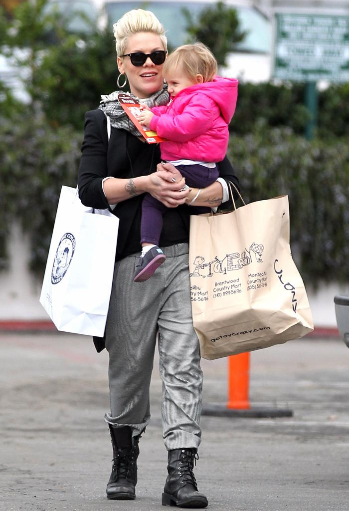 Exclusive... 50972692 Singer Pink and her daughter Willow Hart out Christmas shopping at Toy Crazy and The Colony Company in Malibu, California on December 17, 2012. FameFlynet, Inc - Beverly Hills, CA, USA - 1 (818) 307-4813