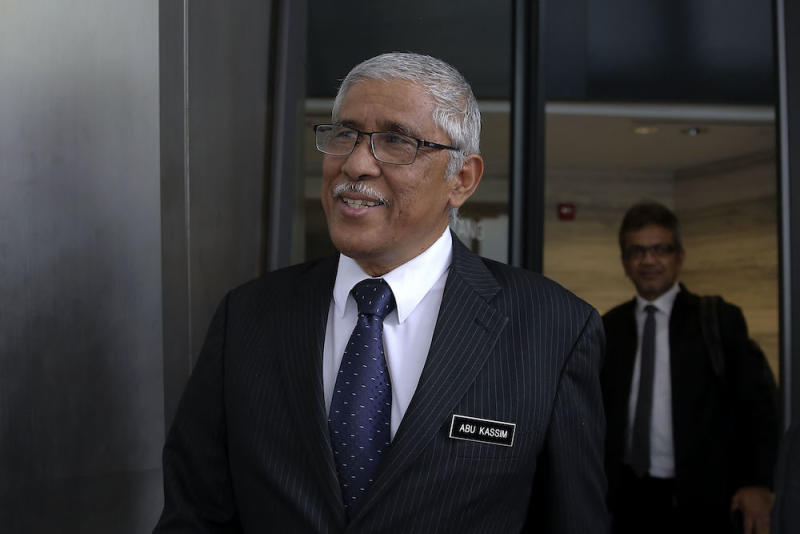 Tan Sri Abu Kassim Mohamed told Utusan Malaysia that the establishment of the NFCC was the government's continued effort to combat financial crimes comprehensively. — Picture by Yusof Mat Isa