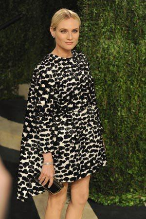 <p>European beauty and actress Diane Kruger lived up to her fashion-forward title in this delectable Giambattista Valli cape dress at the Vanity Fair Oscars Party. Now that is how to pull off the cape trend!</p>