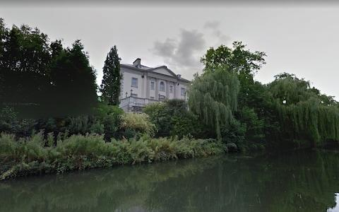 Quinlan Terry picked up Nash's baton in 1987, creating six villas along the park's Outer Circle - Credit: GOOGLE MAPS