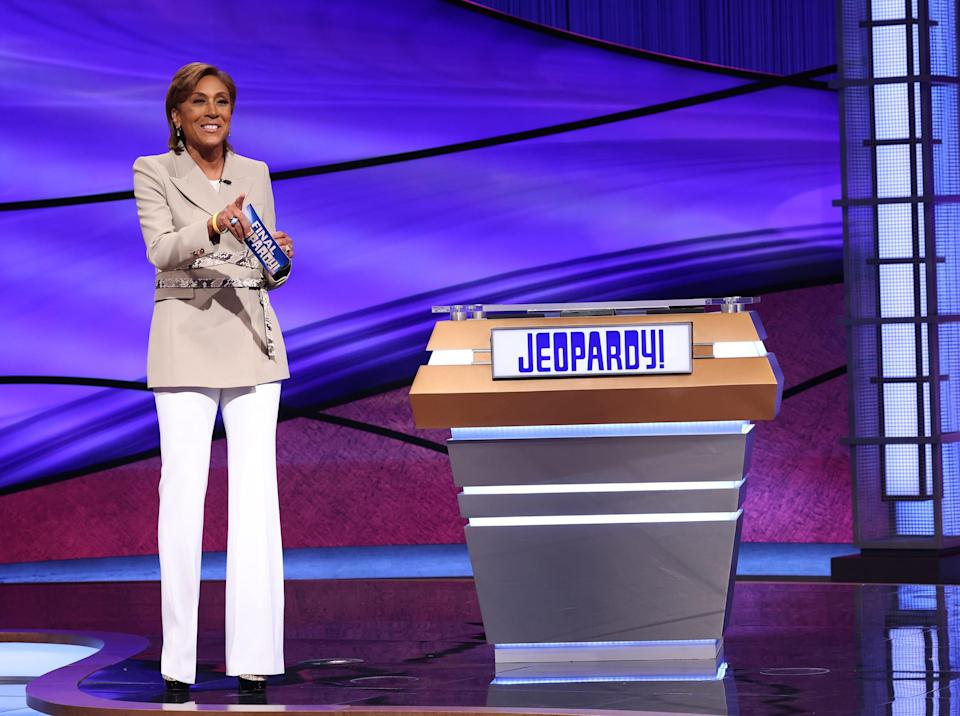 """""""Good Morning America"""" host Robin Roberts tries her hand at """"Jeopardy!"""""""