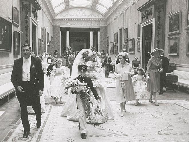 <p>Diana enters Buckingham Palace surrounded by the young bridesmaids and pageboys. 3,500 guests attended their July 29 nuptials back in 1981.</p>