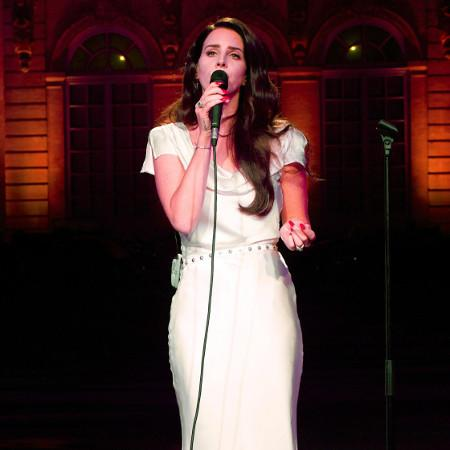 Lana Del Rey's bouffant explained