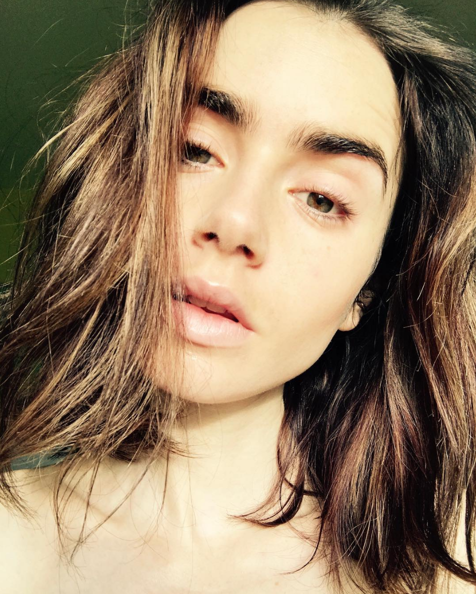 <p>Even without makeup, Lily's famous arches still look like they were handcrafted by a unicorn brow angel from heaven above. </p>