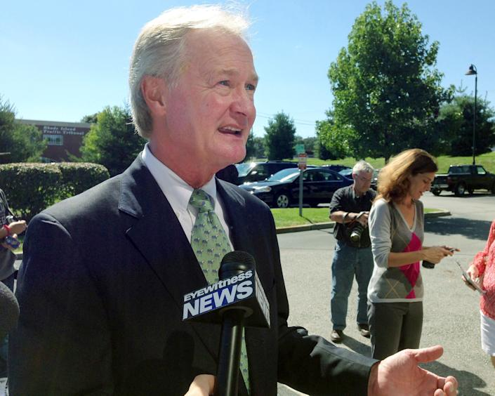 "<a href=""http://news.providencejournal.com/politics/2012/03/chafee-declines-to-state-views-on-marijuana-decriminalizationreadynens-to-h.html"" rel=""nofollow noopener"" target=""_blank"" data-ylk=""slk:&quot;In 1999, then-Warwick Mayor Lincoln D. Chafee won accolades for his honesty in acknowledging he used marijuana and cocaine as a 1970s student at Brown University.&quot;"" class=""link rapid-noclick-resp"">""In 1999, then-Warwick Mayor Lincoln D. Chafee won accolades for his honesty in acknowledging he used marijuana and cocaine as a 1970s student at Brown University.""</a>"