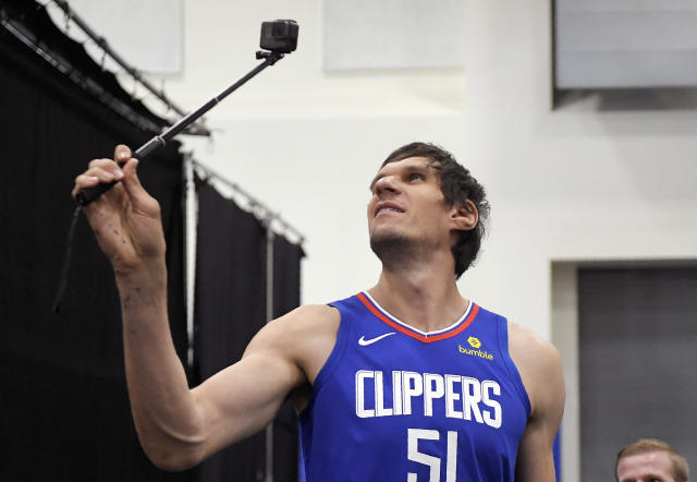 """<p>Cameraman: """"This is the biggest camera we have, Boban.""""<br>Boban Marjanovic: """"What is this camera that you speak of?""""<br>(AP) </p>"""