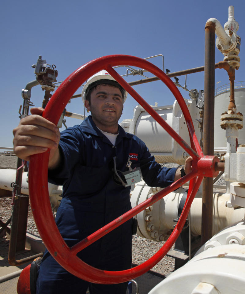 Iraq threatens to seize oil shipments, sue dealers