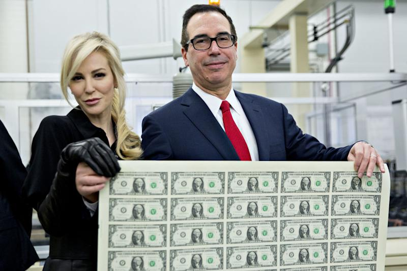 Louise Linton poses with husband Steve Mnuchin for a photograph on Nov. 15, 2017, at the U.S. Bureau of Engraving and Printing in Washington, D.C. (Photo: Andrew Harrer/Bloomberg)