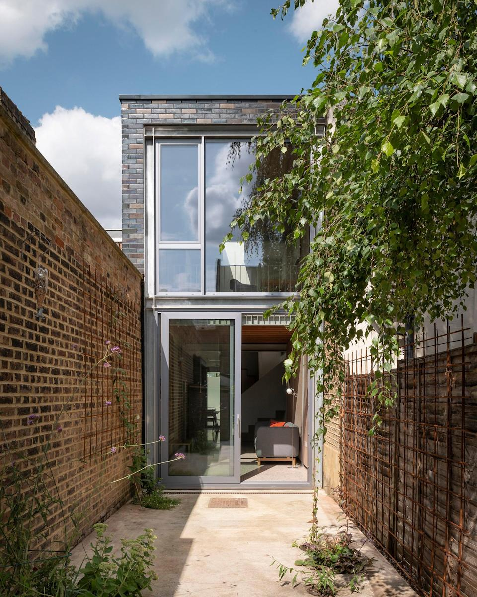 Width of a Tube carriage: the two-storey Slot House by Sandy Rendel Architects covers the site of a former cycle club in Peckham (Jim Stephenson)